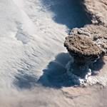 Olyan erővel tört ki egy vulkán, hogy az űrből is látni lehet a hamufelhőt – fotó