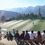 Európa legmagasabban fekvő focipályáját csak felvonóval lehet megközelíteni – videó