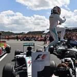 Hamilton könnyedén behúzta hazai versenyét