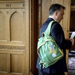 Orbán Viktor új hátizsákkal tűnt fel