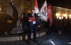 Most Székesfehérváron tüntetnek a túlóratörvény ellen
