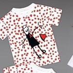 Victoria Beckham kislánya rajzaiból tervezett pólót