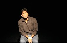 A szorongásáról mesélt, aztán összeesett és meghalt a színpadon egy komikus