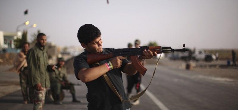 Készültségben a csádi és a szudáni hadsereg a líbiai fegyveresek miatt