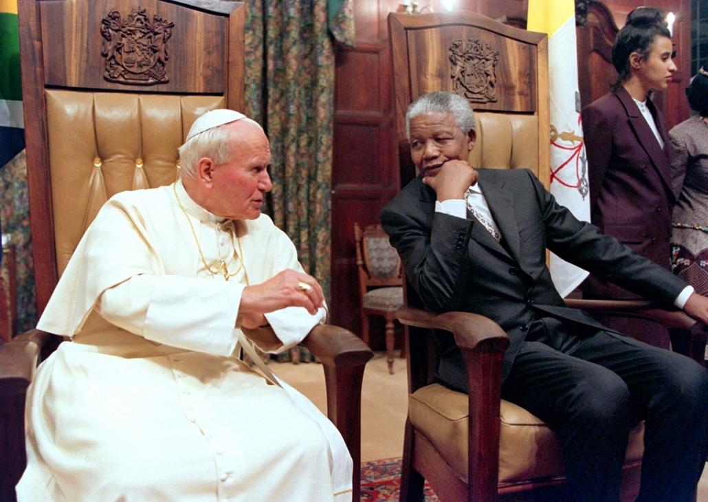 afp.95.09.16. - Pretoria, Dél-Afrika: beszélgetés Nelson Mandelával  - II. János Pál pápa