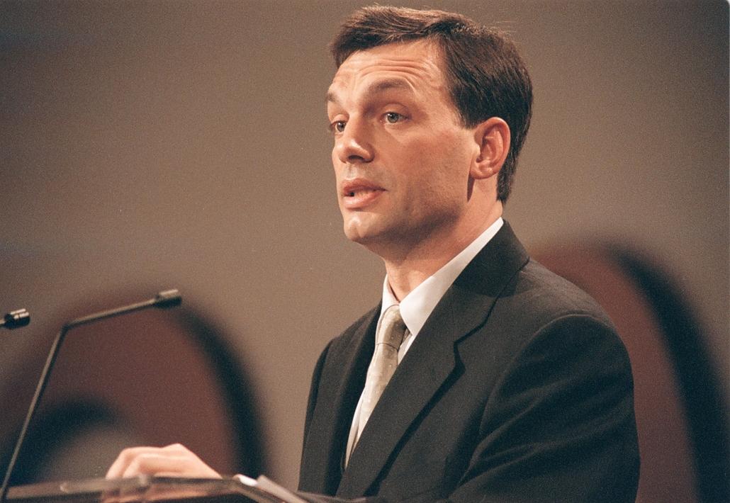 20190210001 e! 00.02.03. Orbán Viktor miniszterelnök országértékelő beszédét tartja a Pesti Vigadóban 2000. február 3