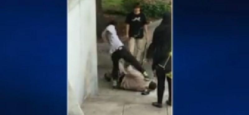 Kiborító videó: Rájuk szólt, hogy ne gördeszkázzanak - összeverték és leköpték