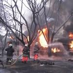 Rágyújtott egy cigire a felborult tartálykocsi mellett, 60 ember meghalt