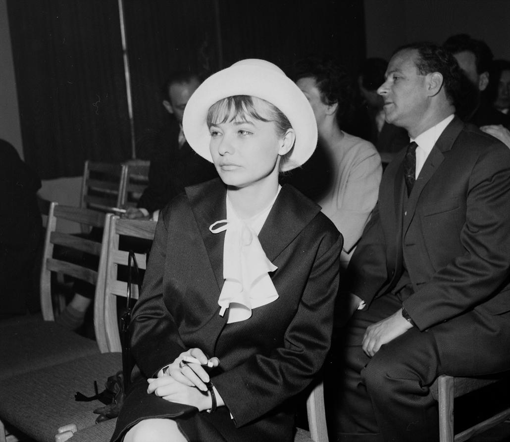 fortepan Törőcsik Mari 1965 Budapest V. Szalay utca 10-14., Művelődésügyi Minisztérium, művészeti díjak átadó ünnepsége. Tőröcsik Mari színművésznő .