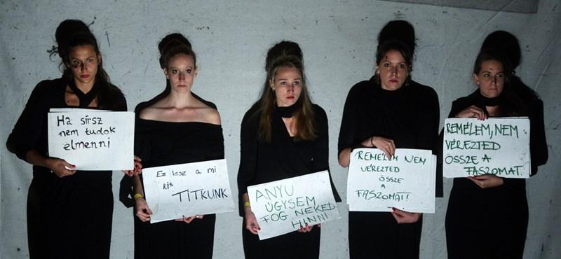 Szabad-e nevetni egy nemi erőszak elmesélésén?