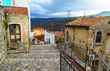 Egy kisebb vagyont költenek új tulajdonosaik az 1 eurós olasz házakra