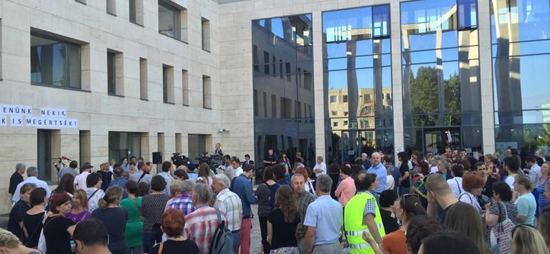 Tüntettek Budaörsön az iskolák teljes államosítása ellen - fotók