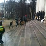 Fotó: a Múzeumkertben demonstrálnak a budapesti gimnazisták