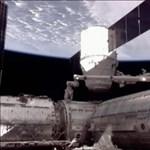 Fotók: lecsatlakozott a Dragon magánűrhajó a Nemzetközi Űrállomásról