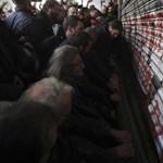 Tüntetők törtek be a görög munkaügyi minisztériumba, a minisztert is közrefogták
