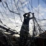 Két tonna halászhálót szedtek ki a tengerből egy görög város partjainál