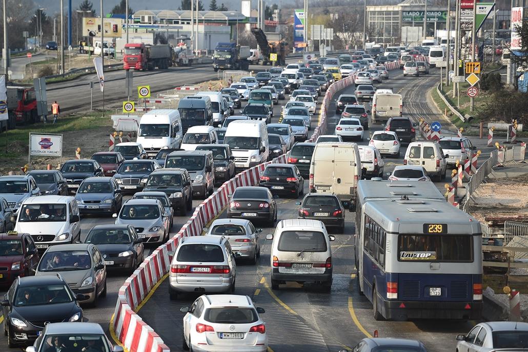 SA, dugó az M1 es M7 bevezeto szakaszan, Sasadi ut, közlekedés, forgalom