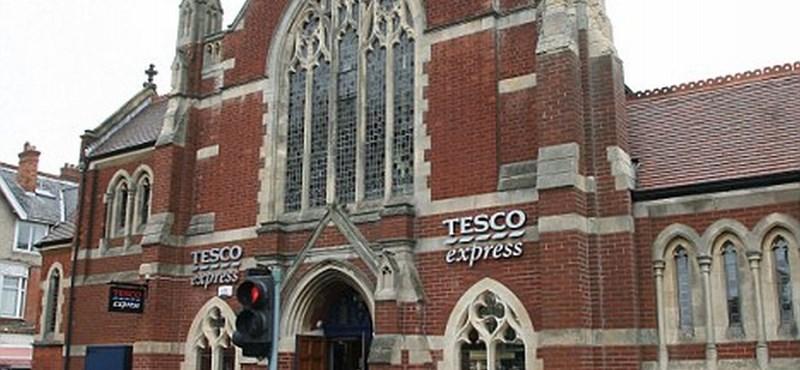 Botrány vagy üzlet: Tesco lett egy nagy templomból