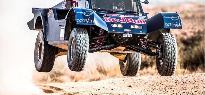 Új autóval támad a Dakar-ralin Carlos Sainz