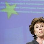 Visszautasította Neelie Kroes a néppárti frakció bírálatát