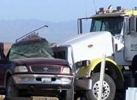Legalább 13 halottja van egy kaliforniai horrorbalesetnek