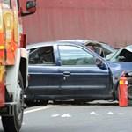 Baleset az utakon: csak kevesen segítenek vészhelyzet esetén