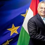 Festményszerű fotón pózol Ursula von der Leyen mellett Orbán Viktor