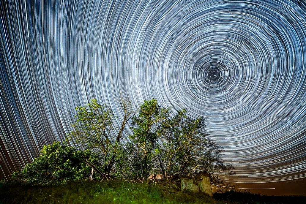 NE_! - XIII. A természet féktelen energiái, zabolátlan erők - 1. díj - És mégis forog a Föld... - Az Év Természetfotója 2014, nagyítás