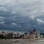 Fotó: posztapokaliptikus felhők Budapest felett