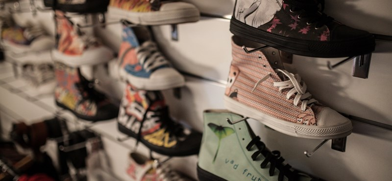 835dba53f9 Vállalkozás: Cipőt a cipőboltból? Nem, a kocsmából - HVG.hu