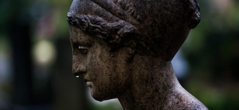 A Fiumei úti sírkert üzemeltetője a saját költségén hozza helyre a megrongált sírokat