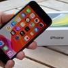 Almát rendelt a Tescóból a brit férfi, egy iPhone SE-t talált a csomagjában