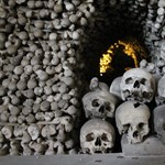 34 tömegsírban 1500-nál is több csontvázat találtak Kutná Horában, a Csontkápolna alatt