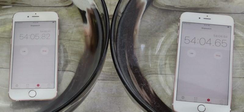Videó: Így viselkedtek vízben az új iPhone-ok