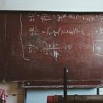 Még mindig vadásznak a tanárokra az iskolák: több mint 800 állást hirdetnek