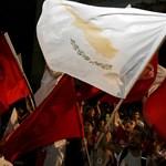 Áfaemelés, pótadó, bérstop jön Cipruson