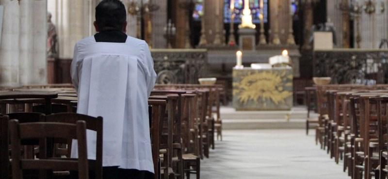 Mégis kiközösítette a pápa a chilei pedofilbotrány egyik központi alakját