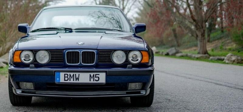 30 éves, de csak 10 ezer kilométert futott BMW M5-öt árulnak