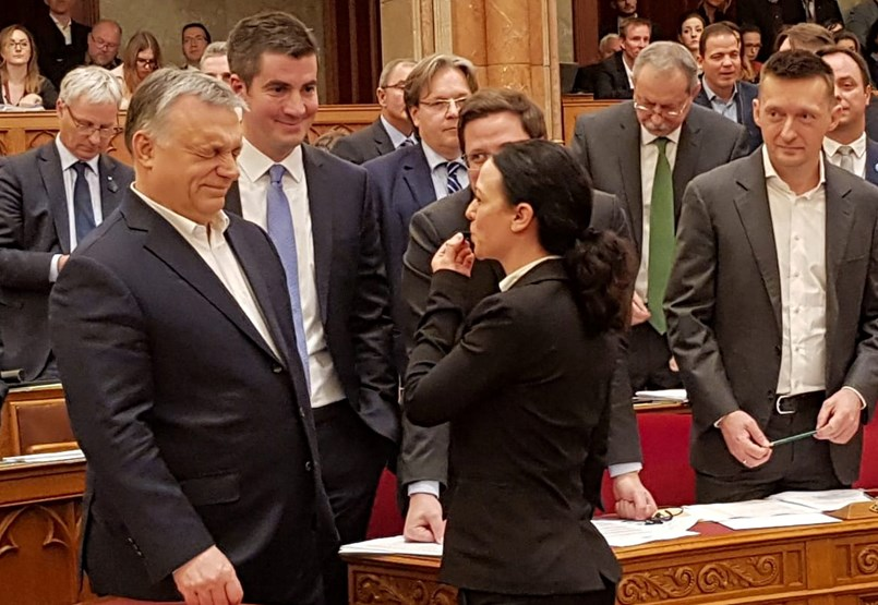 A Fidesz-többség megszavazta a rabszolgatörvényt