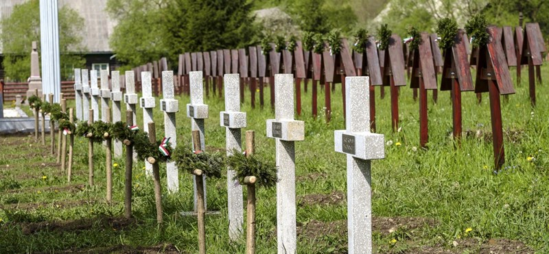 Áder szerint törvénysértő és erkölcstelen, ami az úzvölgyi temetőben történt