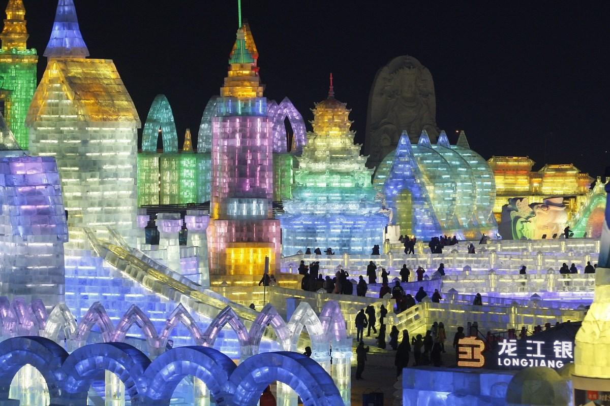Fotó: bámulatos színorgia a kínai jégvárosban