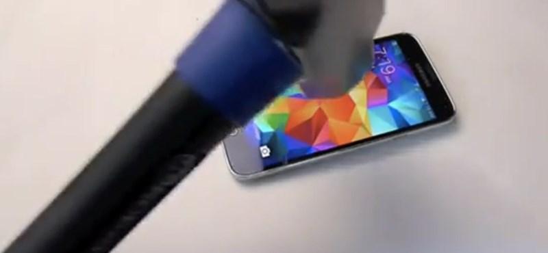 Videó: ezért ne verjen szét egy mobilt kalapáccsal