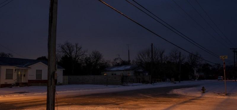 Már 76 halálos áldozata van a texasi ítéletidőnek