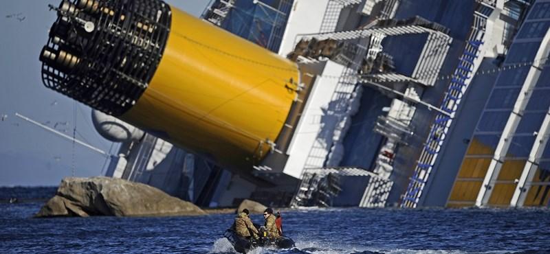 """Elnapolták az """"olasz Titanic"""" kapitányának perét"""