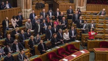 Rendkívüli ülést kezdeményeznek az ellenzéki pártok a járvány elleni védekezésről