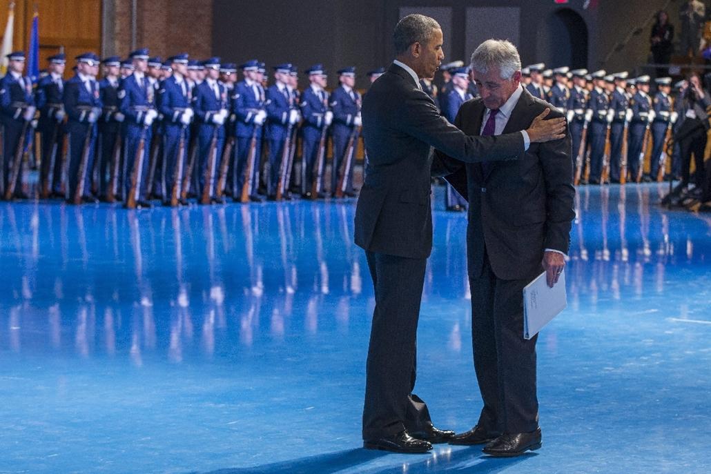 AP_! febr.11-ig_! - 15.01.28. - Arlington, USA: Barack Obama búcsúztatja a posztjáról lemondott Chuck Hagel amerikai védelmi minisztert - 7képei