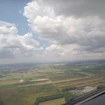 Ezt látja a pilóta, amikor leszáll a ferihegyi repülőtéren – videó