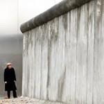 Berlin fölött a fal - Nagyítás-fotógaléria