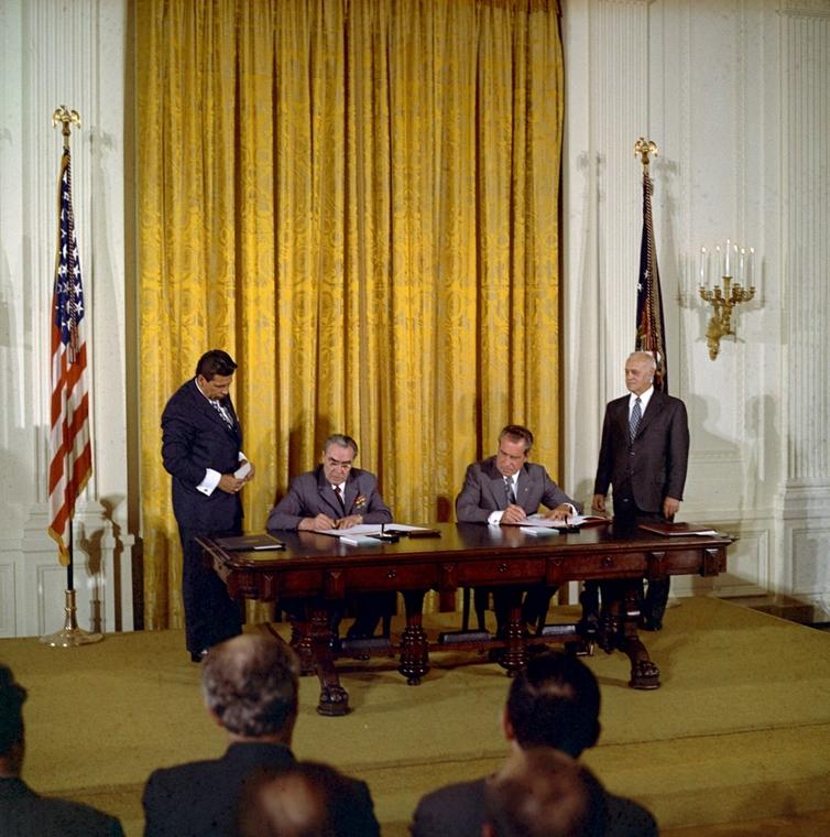1973.06.21. - Leonyid Brezsnyev és Nixon megállapodása a Fehér Házban - SZOVJ-USA szerződés a tudományos és műszaki együttműködés, ÉS békés célú atomenergia alkalmazása során - Nixonnagyitas