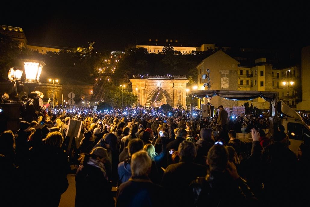 szb.14.10.28. - Debrecen: második tüntetés az internetadó ellen